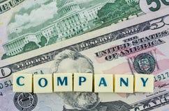 Bedrijfwoord op dollarachtergrond Het concept van financiën Royalty-vrije Stock Afbeeldingen