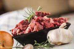 bedroll Сырцовые отрезанные перец и розмариновое масло соли лука чеснока мяса говядины стоковые изображения