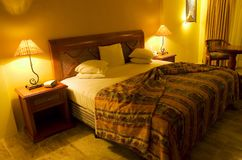 bedroom lit warmly Στοκ φωτογραφίες με δικαίωμα ελεύθερης χρήσης
