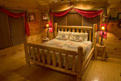 Bedroom in luxury log cabin Royalty Free Stock Photos