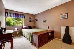Bedroom in matter mauve color with colorful elements Royalty Free Stock Photo