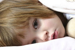 Bedtime (serie II). Littl girl lying in bed just before falling asleep Royalty Free Stock Photos