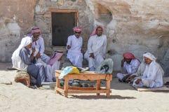 Beduin wakacje w cieniu góry zdjęcie royalty free