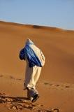 Beduine in der Sahara-Wüste Lizenzfreie Stockfotografie