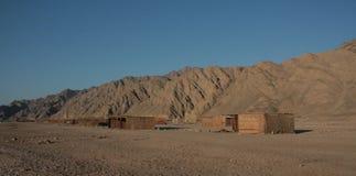 Beduinische Hütten in der Wüste Stockbild