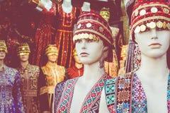 Beduinische Kleider der traditionellen bunten Frau in Jordanien Handgemachte Modeart lizenzfreie stockbilder