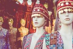 Beduinische Kleider der traditionellen bunten Frau in Jordanien Handgemachte Modeart lizenzfreie stockfotos