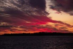 Beduinische Sonnenuntergangstadt des roten Himmels Stockfotos