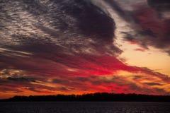 Beduinische Sonnenuntergangstadt des roten Himmels Lizenzfreies Stockbild