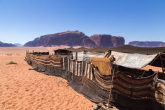 Beduinisches Lager in der Wüste bei Wadi Rum, Jordanien stockbilder