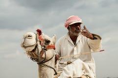 Beduino en viaje en una costa del Mar Rojo Imagen de archivo libre de regalías