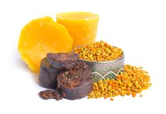 Free Bee Pollen Baskets With Propolis Or Bee Glue And With Beeswax. Isolated On White Background Stock Photo - 143352150