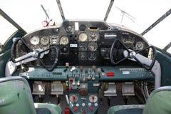 Beechcraft Expeditor驾驶舱 免版税库存图片