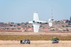 Beechcraft F33A stijgt in Presidenten Trophy Air Race op stock foto