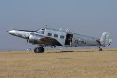Beechcraft 18 som beskattar Royaltyfri Bild