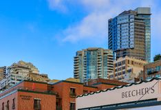 Beecher' ; signe de magasin de fromage de s et horizon en terrasse de bord de mer de Seattle par le Pik photo stock