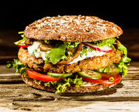Beef burger on a healthy wholegrain bread roll Royalty Free Stock Photos