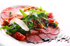 Beef carpaccio served with ruccola Royalty Free Stock Photos