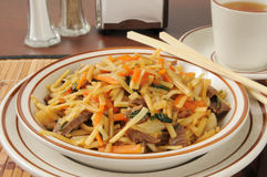 Beef lo mein and tea Stock Photography