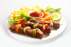Beef and pepper kebabs with salad Royalty Free Stock Images