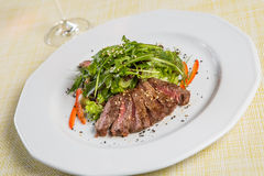 Beef with rucola salad Royalty Free Stock Photos