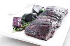 Beef skirt steak with green spinach and beets sala Stock Photography