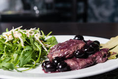 Beef stake with grapes and rucola Stock Photography
