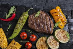 Beef steak with grilled vegetables Royalty Free Stock Images