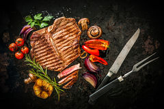 Beef steak with grilled vegetables Stock Photography