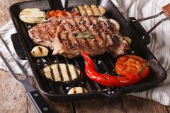 Beef steak with ribs and grilled vegetables in a pan, horizontal Royalty Free Stock Photos
