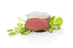 Beefseak con la ensalada Imagenes de archivo