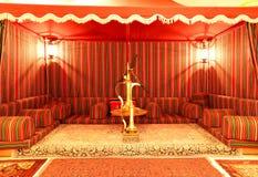Beeinflussen Sie Innenraum des Luxushotels in der Nachtbeleuchtung Stockfoto