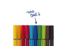 Beeing a décelé dans une foule symbolisée par le crayon lecteur Image stock