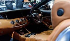 Beeld binnen van Cabriolet van Mercedes Benz S 500 Stock Afbeeldingen