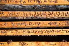 Beeld in close-up van een oude geopende bijenkorf van hierboven stock foto's