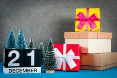 21 Beeld 21 dag van december van december-maand, kalender bij Kerstmis en nieuwe jaarachtergrond met giften en weinig Royalty-vrije Stock Foto's