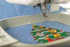 Beeld Dichte omhooggaand van borduurwerkmachine Stock Afbeelding