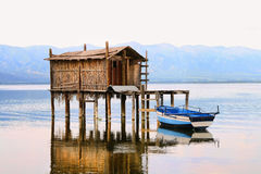 Beeld HDR van een visserijhut in meer Dojran Stock Afbeeldingen
