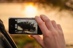 Beeld met smartphone Stock Afbeeldingen