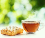 beeld van broodjes en thee dichte omhooggaand Royalty-vrije Stock Fotografie