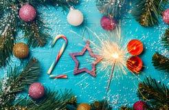 Beeld van cijfers 2018 van suikergoed, kaarsen, de brandende brand van Bengalen Royalty-vrije Stock Afbeeldingen