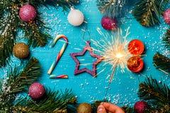 Beeld van cijfers 2018 van suikergoed, kaarsen, de brandende brand van Bengalen Royalty-vrije Stock Fotografie