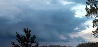 Beeld van de donkere bewolkte hemel Royalty-vrije Stock Fotografie