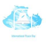 Beeld van de klok tegen de hemel aan de Internationale Vredesdag Stock Afbeeldingen