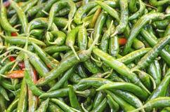 Beeld van de kruidige kleine rode en oranje groene kleuren van de Spaanse peperpeper stock afbeeldingen