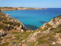Beeld van de Kust van het eiland van Baeutiful Menorca in Spanje Een natuurlijk paradijs royalty-vrije stock afbeeldingen