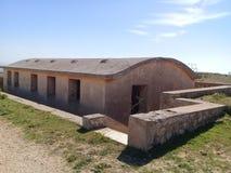 Beeld van de oude en historische bouw van militaire barakken voor Franse kolonisatie stock fotografie