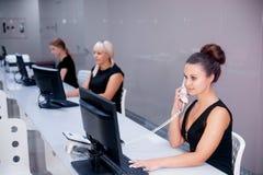 Beeld van een call centre Stock Afbeeldingen