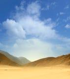 Beeld van een Egyptische woestijn op een hemelachtergrond royalty-vrije stock afbeelding