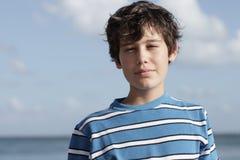 Beeld van een jonge jongen in openlucht royalty-vrije stock foto